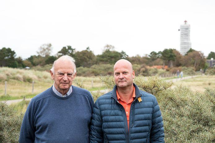 Voor Ruud Behrend, voormalig hoofd vaarwegmarkering, en zijn zoon Michiel, kapitein bij Boskalis, is het helder: de vuurtoren moet rood zijn, en niet oxiderood.