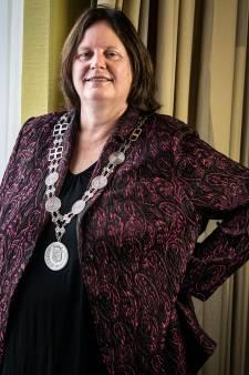 Nieuwe ambtsketen burgemeester Bergman is ontworpen door haar eigen Beuningse ambtenaar