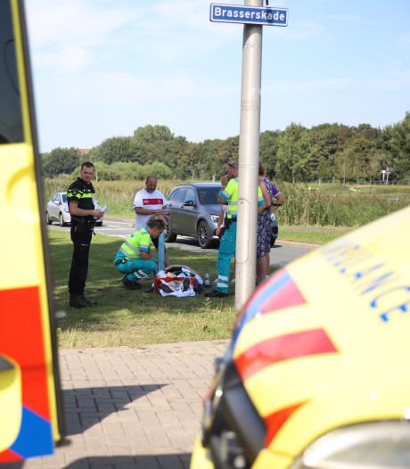 Wielrenner gewond na aanrijding op Brasserskade