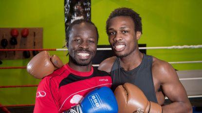 """Dubbelinterview met Roger en Jackson Osei Bonsu: """"Gaan vrouwen je betasten op 'Temptation Island', broertje?"""""""