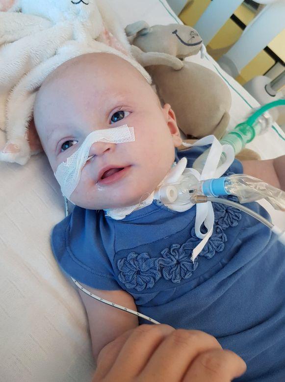 Aily op intensieve zorgen in het ziekenhuis.