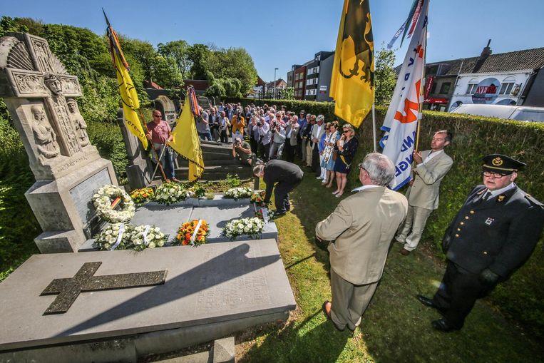 De gemeente hield een herdenking aan het graf van Lode de Boninge.
