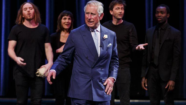 Prins Charles treedt op tijdens een Shakespeare-revue in Stratford-upon-Avon, de geboorteplaats van de schrijver . Beeld Getty Images