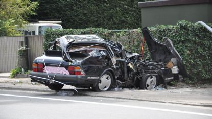 Auto met vier jongeren rijdt in op paal in Destelbergen: dode en persoon in levensgevaar