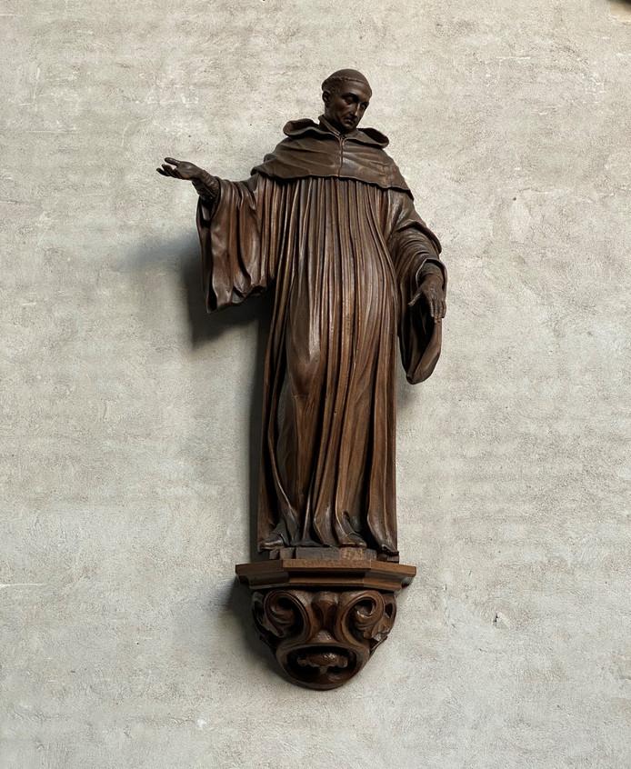 De heilige Gerardus, abt en martelaar uit de 12e eeuw, vertrok onlangs naar Paderborn, zo'n 350 kilometer van Wouw, samen met nog vier beelden. Gemaakt door Ludovicus Willemsens.