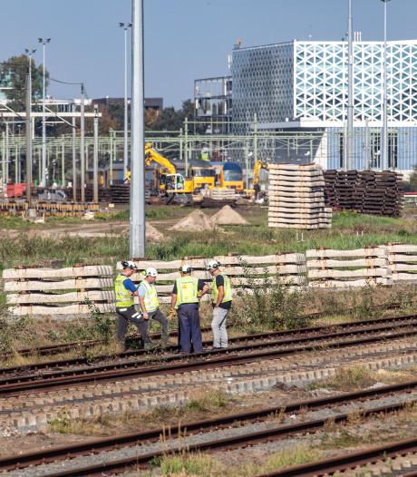 Fietsersbond bezorgd over massaal zandtransport bij Zwols spoor