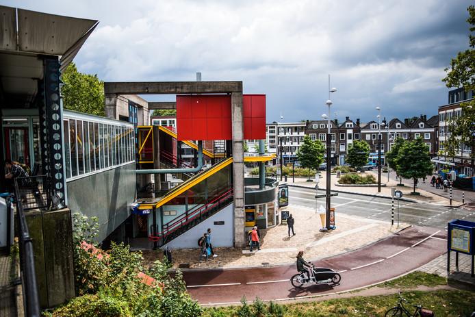 Station Arnhem Velperpoort gezien vanaf een van de perrons.