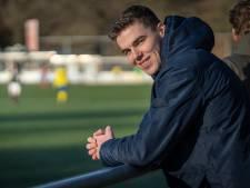 Lukas (19) uit Oosterbeek voetbalde in Engeland op heuvelachtige velden voor mannen met 'blote pens'