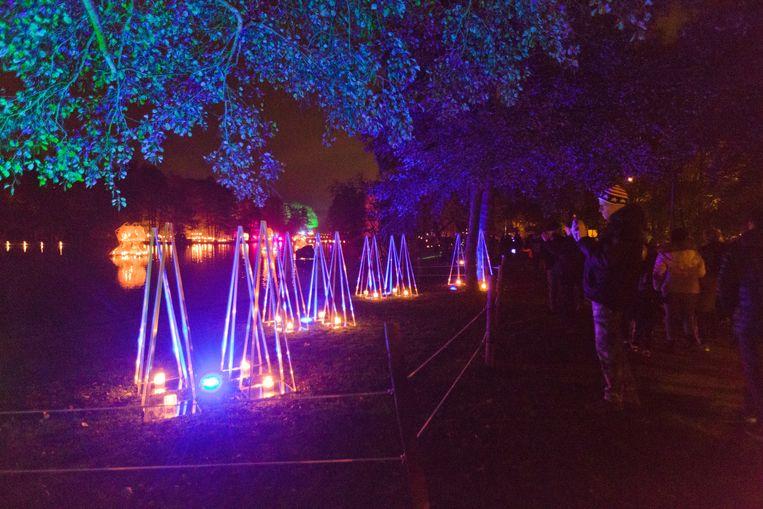 Feeëriek verlicht stadspark op Vurige Vijvers anno 2018.