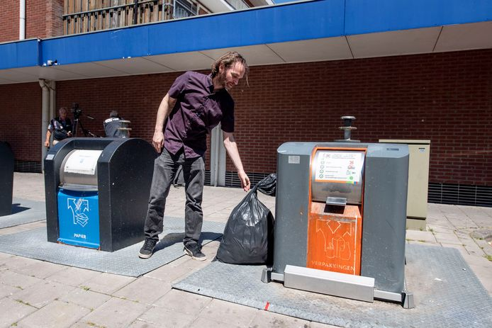 De afvaldetector is vorige week in gebruik genomen bij twee containers aan het Vincent van Goghplein.