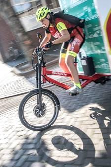 Fietsersbond roept webwinkels op pakketjes door fietskoeriers te laten bezorgen