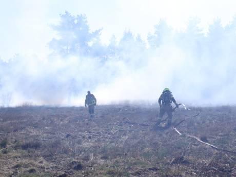 Flink stuk heide in brand bij Rozendaal