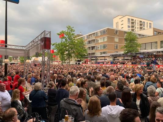 Gezellige drukte op de Paleisring voor het Festival van het Levenslied.