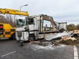 Gekantelde vrachtwagen op A27 bij afrit Breda overeind gezet