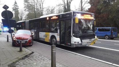 Drie gewonden na aanrijding tussen Lijnbus en wagen