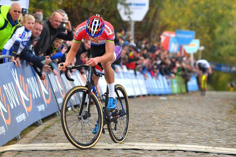 Van der Poel wint op de Koppenberg.