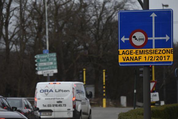 Vijf op de tien Belgische automobilisten blijkt nog steeds niet te weten of ze met hun wagen een lage-emissiezone (LEZ) in mogen.