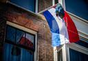 Archieffoto: De vlag hangt uit bij de woning van een eindexamenkandidaat.