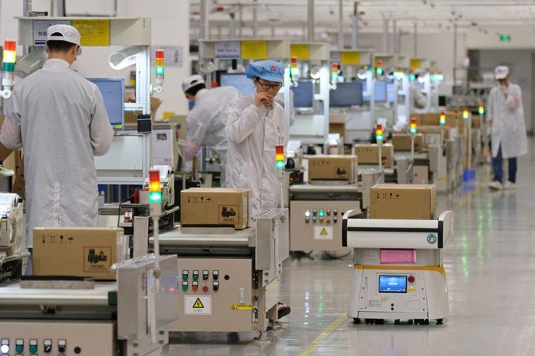 Werknemers in een fabriek voor mobiele telefoons in China.