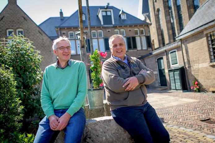 Bestuurders Niek Bekhuis (R) en Marcel Meijer van de parochie Lumen Christi