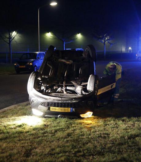 Auto slaat over de kop in Zeewolde