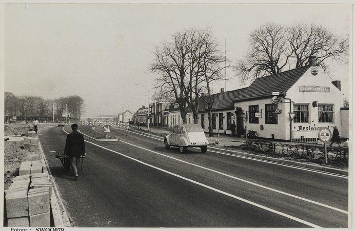 Wouwsestraatweg 1974, restaurant De Bloemkool. Foto uit het West-Brabants Archief