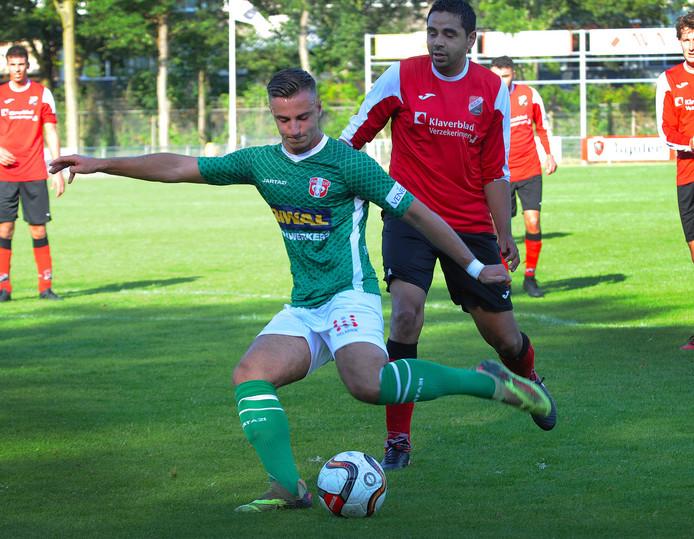 Siebe Schets in zijn tijd bij FC Dordrecht in actie in een oefenwedstrijd tegen amateurclub RCS.