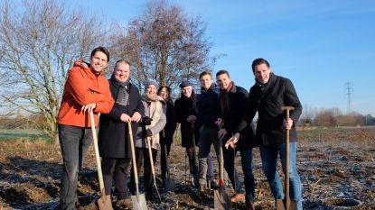 Honderdtal inwoners helpt mee planten aan bufferbos Belzele