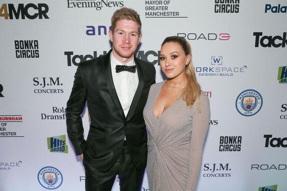 De Bruyne mocht begin dit jaar niet ontbreken met Michèle toen Kompany voor 'Tackle4MCR' een gala-avond organiseerde. Ook de opbrengsten van zijn afscheidsmatch vanavond gaan naar dat goede doel ter ondersteuning van de daklozen in Manchester.