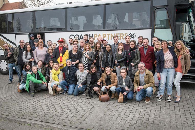 De supporters maken zich klaar om vanuit Roeselare te vertrekken.