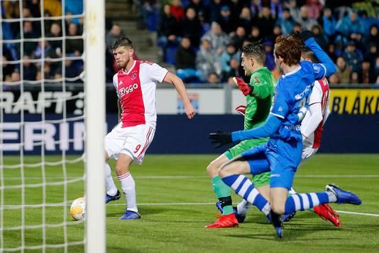Klaas-Jan Huntelaar maakt de 0-1.