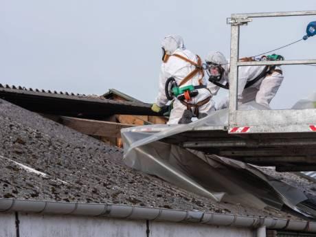 Sanering asbestdaken: Berkelland geeft gratis overalls weg en betaalt mee in de kosten