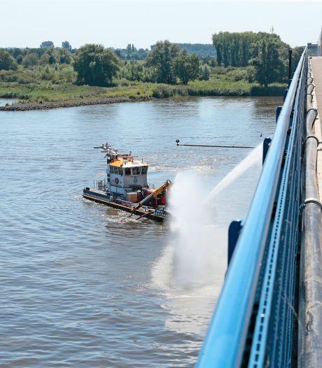 Rijkswaterstaat stopt koelen Merwedebrug, geen water meer op de weg