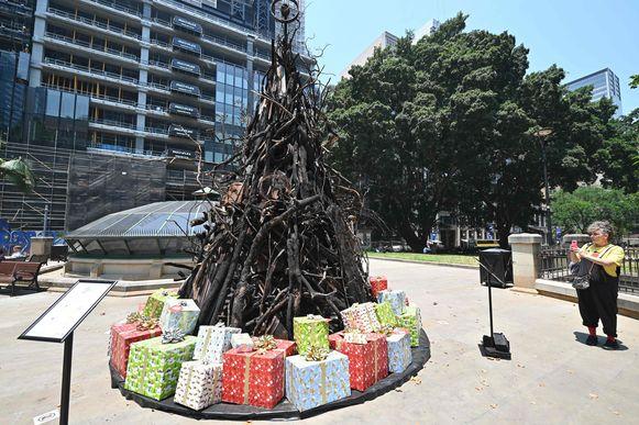 Een 'verbrande kerstboom' in Sydney als protestactie.