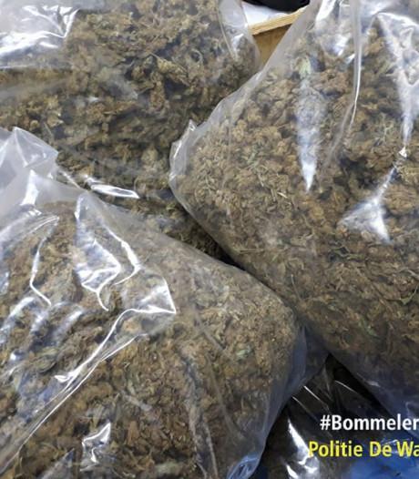 Groot geldbedrag en kilo's wiet gevonden in pand Velddriel: twee arrestaties