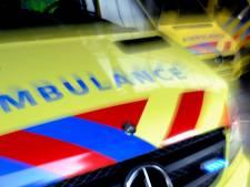 Twee auto's rijden na elkaar Schiedamse sloot in: tweede volgde toen eerste werd weggetakeld