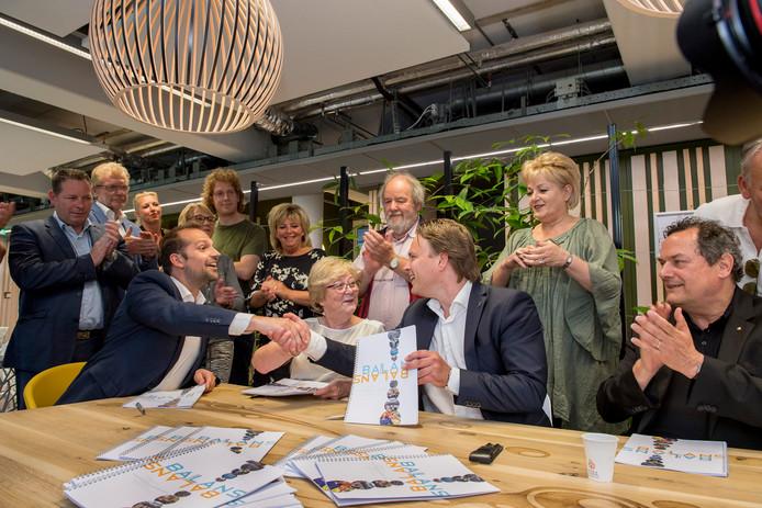 PvdB, VVD en PvdA ondertekenen het coalitieakkoord met de toekomstplannen voor Tiel.