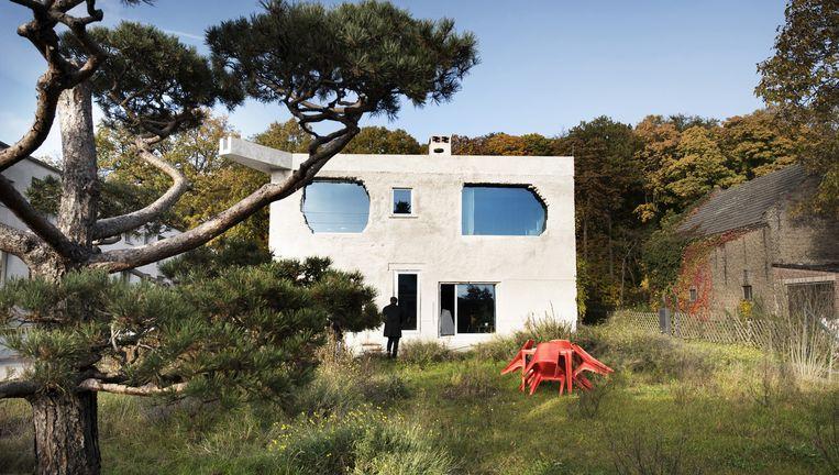 De Antivilla, zowel appartement als studio en presentatieruimte, staat aan het Krampnitzmeer. Aan de achterkant kijk je vanaf het dak uit op bos. Beeld Els Zweerink