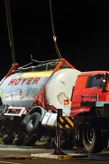 Twee doorrijders bekeurd op A16 bij berging vrachtwagen: boete van 430 euro