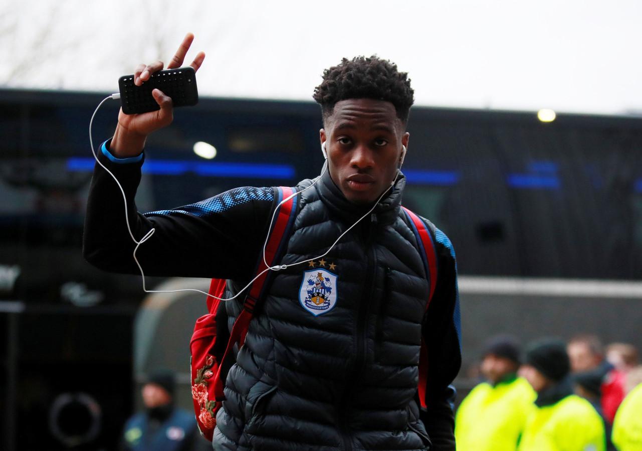 Terence Kongolo viel in bij Huddersfield Town, dat op eigen veld hard onderuit ging tegen concurrent West Ham United.