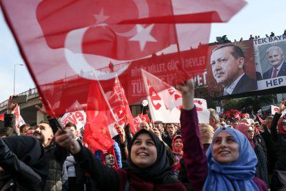 NAVO maant Turkije aan tot respect rechtsstaat