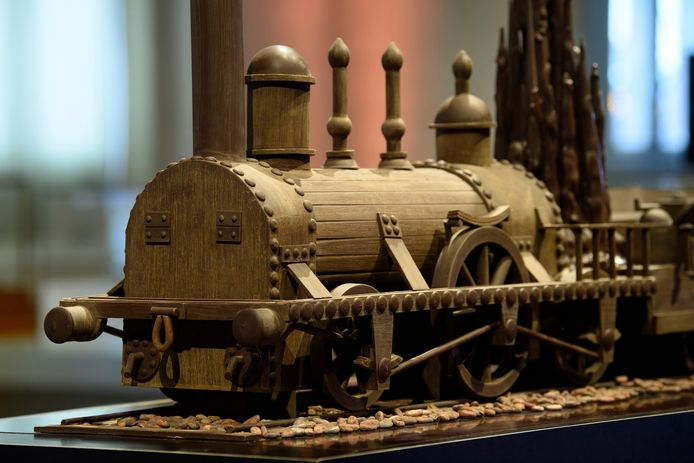 De 23 tentoongestelde chocoladesculpturen staan verspreid doorheen de vier hallen van Train World.