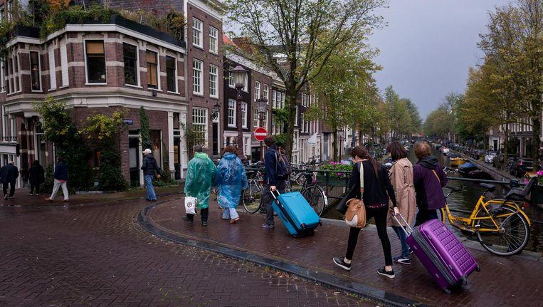 De maatregel geldt voor alle vormen van toeristenverhuur, of het nu via Airbnb is of via kleinere aanbieders als Wimdu, 9Flats of Booking.com. Beeld Rink Hof