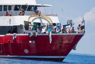 Malta laat 425 op zee dolende migranten toch toe