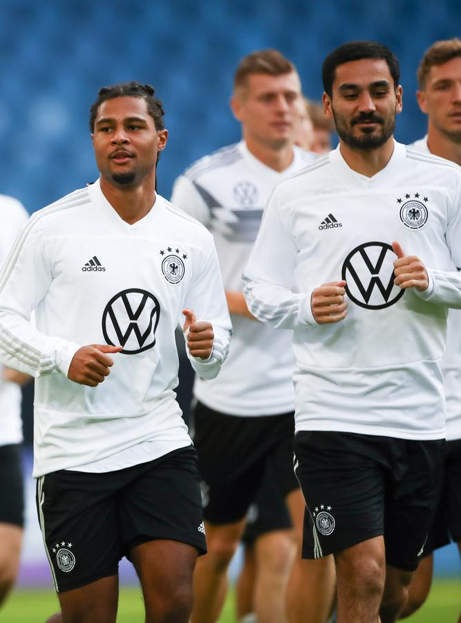 Serge Gnabry  (links) is één van de nieuwe sterren van het Duitse team.