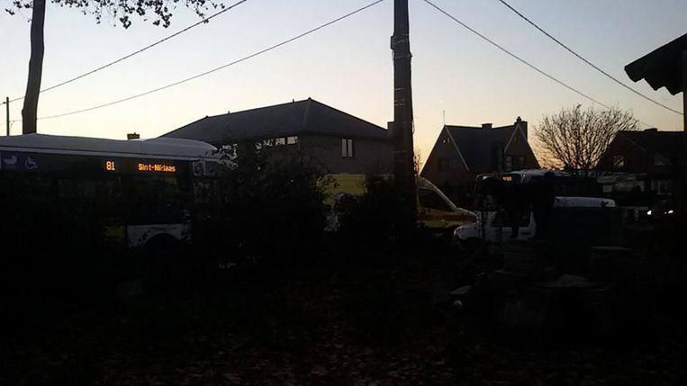 Op het kruispunt van de Parmastraat en de Forstraat blokkeerden twee bussen elkaar eveneens de weg.