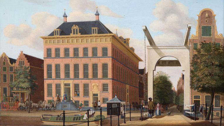 In dit pand, op de hoek van Rusland en Kloveniersburgwal, zat Het Wapen van Amsterdam Beeld Schilderij van Jan Spaan, 1767