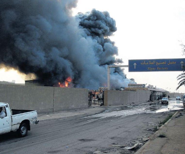 Enorme rookwolken karakteriseerden tijdens de aanval van 2003 de aanblik van Bagdad. Beeld Hans Jaap Melissen
