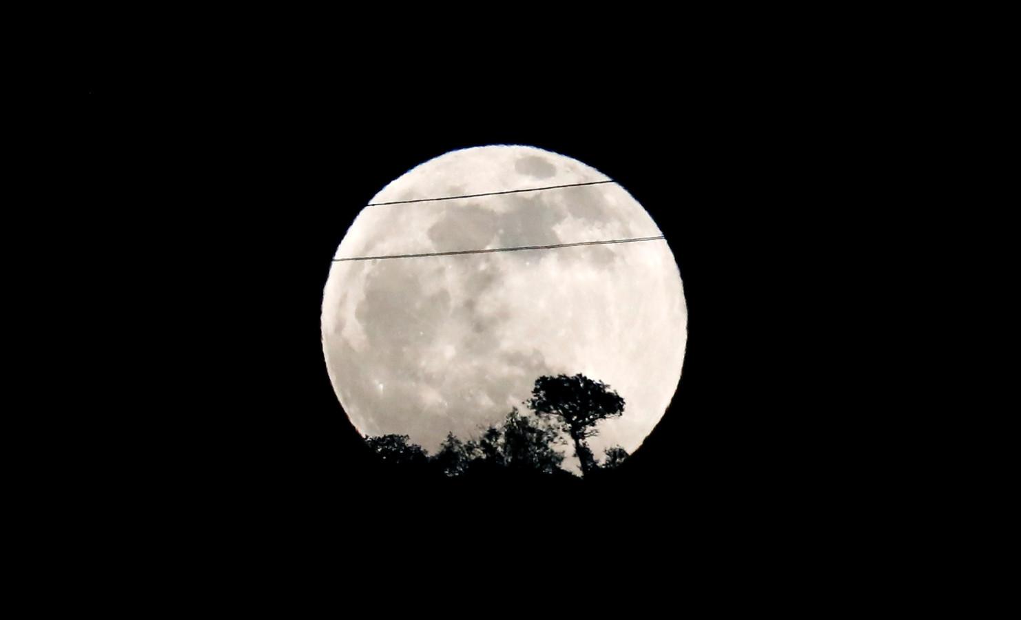 De maan is nog even helder.