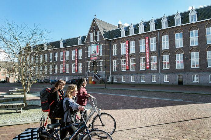 breda-foto : ron magielse pand van voormalige kweekschool aan dr jan ingenhouszplein waar nu de rooi pannen in huist.